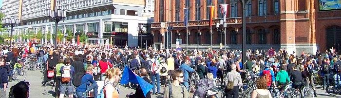 Über 2000 Teilnehmer fuhren mit bei der Fahrrad- und Skater-Demo A100 stoppen, Einspruch jetzt! am Sonntag, 19.04.2009